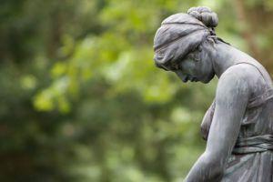 Statue niedergeschlagen